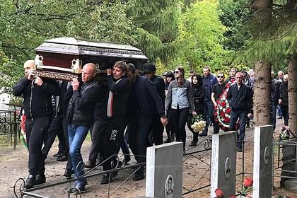 Сотни россиян пришли напохороны вора взаконе Зятька
