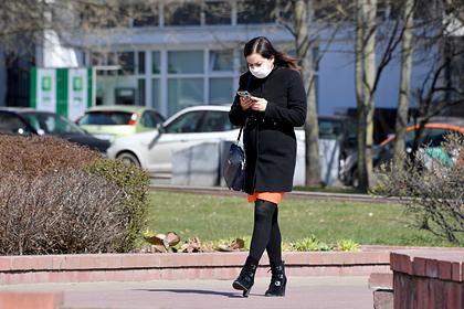 Жительница Минска на одной из улиц города