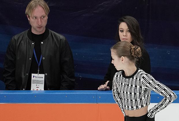 Слева направо: Евгений Плющенко, Елена Ильиных, Александра Трусова