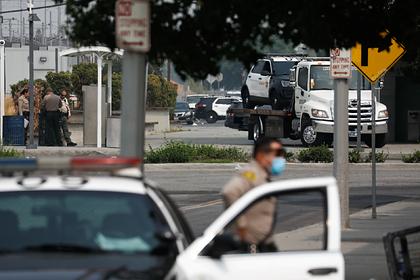 Неизвестный в США тяжело ранил двоих полицейских и скрылся