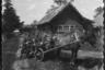 Немецкие солдаты на телеге в украинской деревне. 1941 год.