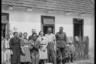 Немецкий солдат в украинском селе с местными жителями. 1941 год.