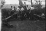Установка немецкой тяжелой полевой гаубицы sFH18 калибра 150-мм для обстрела советских позиций. Украина, июль 1941 года.