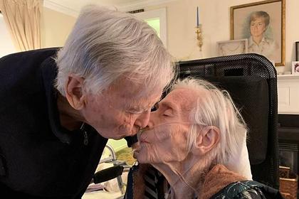 Влюбленные прожили вместе 69 лет после свидания вслепую и умерли в один день