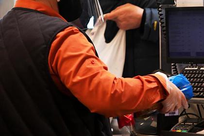 Кассир «Дикси» изрезал канцелярским ножом покупателя