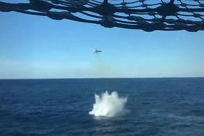 У F-18 отвалился при взлете с авианосца топливный бак