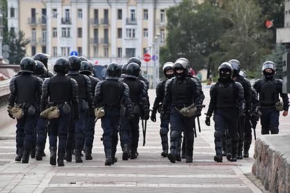 Белорусскую пару задержали залистовки сфотографией сотрудницы ОМОН