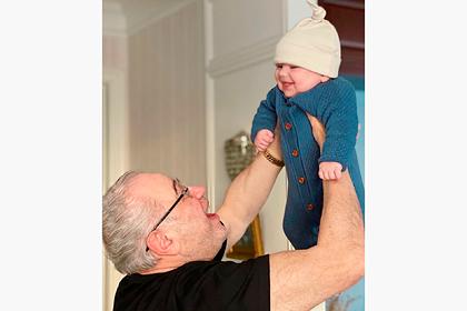Петросян впервые показал второго ребенка