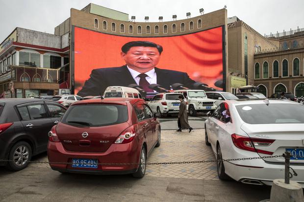 Портрет председателя Китая Си Цзиньпина в Кашгаре
