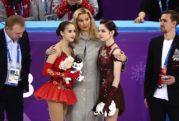 Слева направо: Сергей Дудаков, Алина Загитова, Этери Тутберидзе, Евгения Медведева, Даниил Глейхенгауз