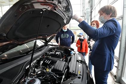 Российским салонам предрекли дефицит автомобилей до конца года