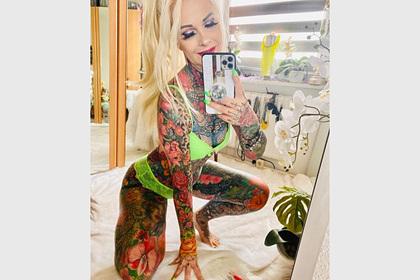 55-летняя женщина потратила миллионы на тату во все тело и прославилась