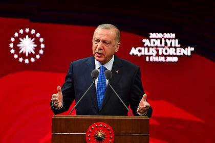 Эрдоган упрекнул Макрона в незнании истории