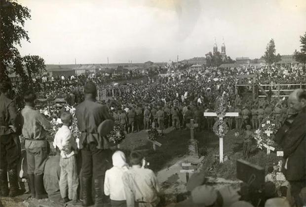Похороны погибших в боях чехословацких легионеров. Челябинск, июнь 1918 года