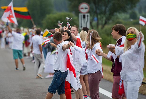 Цепь солидарности в поддержку белорусских протестующих в Вильнюсе