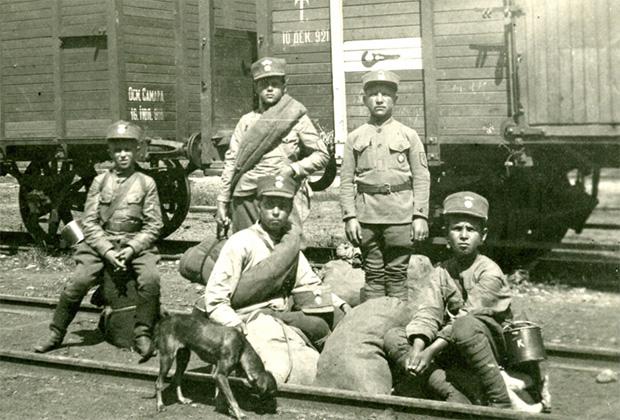 Русские сироты, взятые на воспитание чехословацкими легионерами Третьего стрелкового полка Яна Жижки из Троцнова