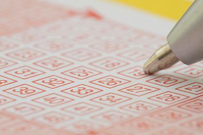 Женщина 20 лет играла в лотерею одними числами и сорвала джекпот