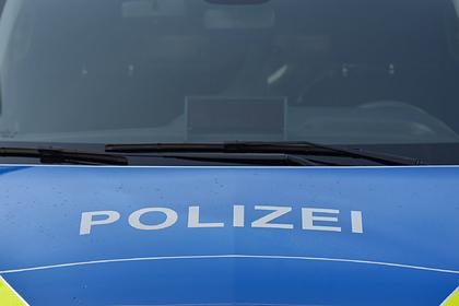Три десятка немецких полицейских поймали на обмене фотографиями Гитлера