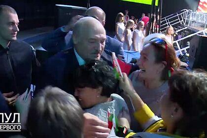 «Переехавший в Москву» сын Лукашенко попал на видео в Белоруссии