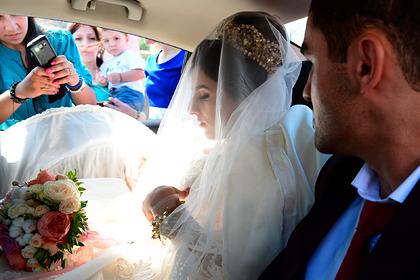 Всплеск коронавируса в российском регионе связали со свадьбами