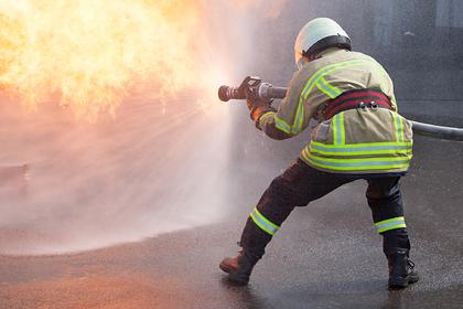 Подросток вытащил мать с тремя детьми из горящей машины
