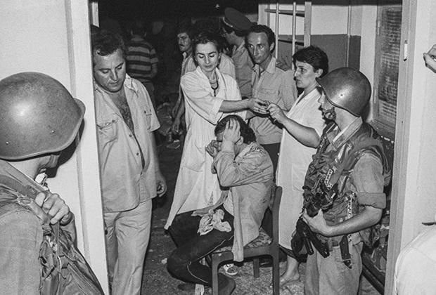 Оказание медпомощи освобожденным заложникам после бунта в СИЗО Сухуми