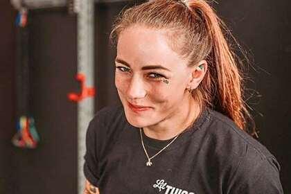 Девушка-боец UFC разбила лицо сопернице и узнала о ее скорой свадьбе