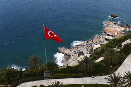 В роскошном отеле Турции нашли склад с поддельным алкоголем