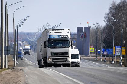 В Белоруссии на границе скопились сотни фур