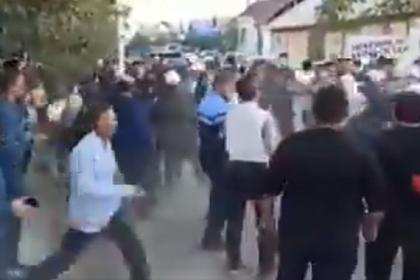 В Киргизии встреча депутата с избирателями закончилась массовой дракой