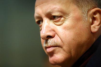 Эрдоган решил засудить обматерившую его греческую газету