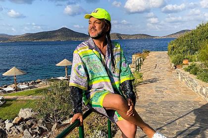 Киркоров поделился фото с отдыха в Греции в одежде Versace за сотни тысяч рублей