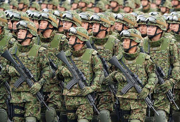 Военнослужащие Сил самообороны Японии на военной базе в 2018 году