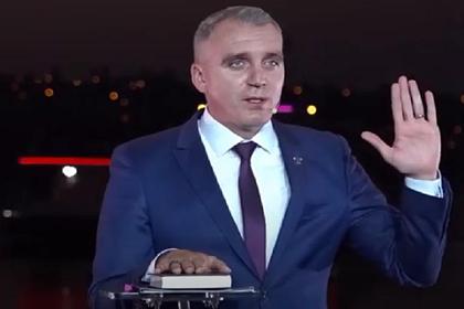 Украинский мэр поклялся на Библии в непричастности к коррупции