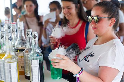 Российский диетолог сравнила пользу от соков и смузи