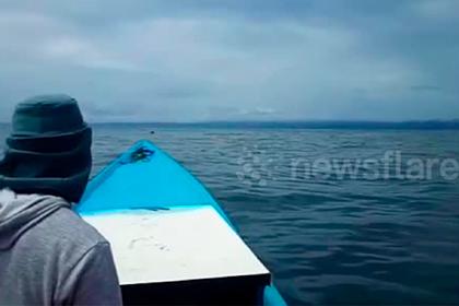 Мужчина потерял лодку и три дня дрейфовал в океане на оранжевом ящике