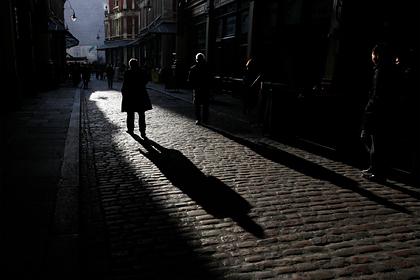Тысячи британцев оставят без счетов в банках