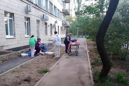 В Киеве два человека выпали из окна больницы для пациентов с коронавирусом