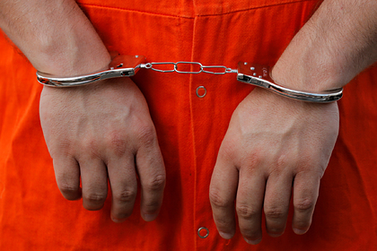 Извращенец два года заглядывал под юбки пассажирок метро и попал под суд