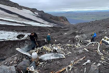 Врезавшийся в ледник Эйяфьятлайокудль самолет оттаял спустя 76 лет