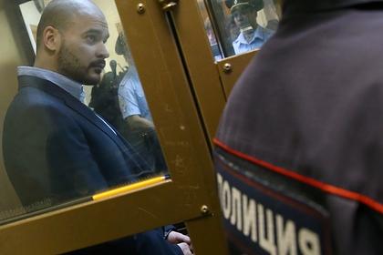 Адвокат рассказал онаписанных под диктовку предсмертных записках Тесака