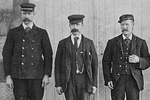 Томас Маршалл, Дональд Макартур и Джеймс Дукат возле маяка на Эйлин-Мор