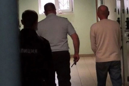 ОМОН задержал подозреваемого внасилии над школьницами россиянина