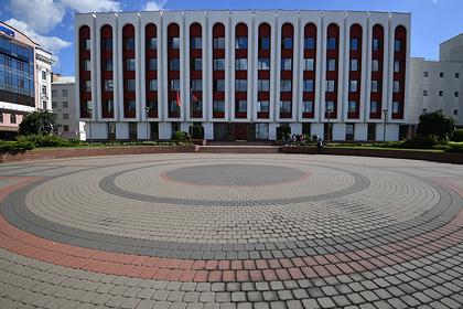 Минск обвинил Киев в несамостоятельности и желании угодить модным трендам
