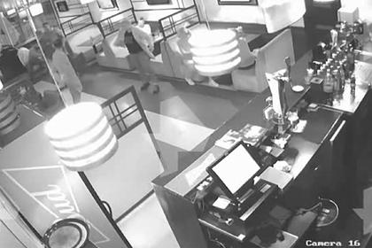 Российский депутат побил знакомого в ресторане и объяснился