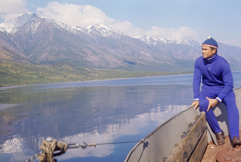 Прогулка на лодке по озеру Байкал
