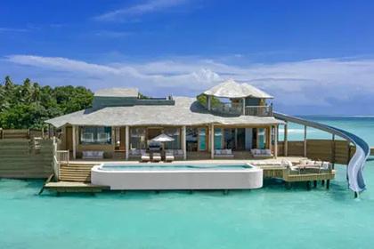 Самая большая в мире вилла над водой на любимом курорте богачей попала на видео
