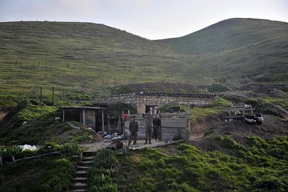 Карабахские военные армии обороны Нагорного Карабаха на первой линии обороны.