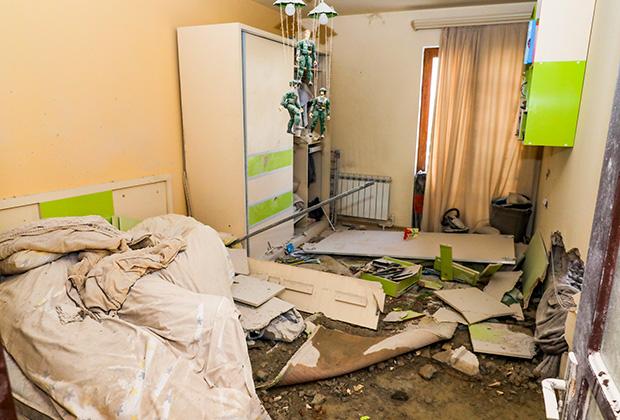 Квартира в Степанакерте (столице Арцаха), пострадавшая от ракетного обстрела со стороны Азербайджана