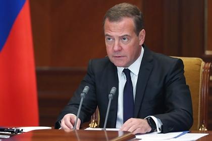 Медведев предрек катастрофические последствия из-за Карабаха